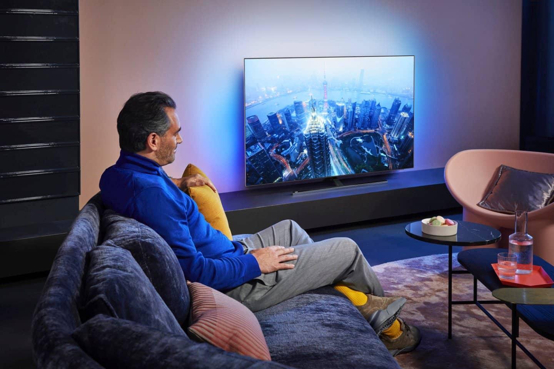 تلویزیون فیلیپس PUS8505 سایز 65 اینچ مجهز به سیستم صوتی دو کاناله